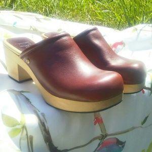 FRYE Kendal Red Brick Clogs Size 7